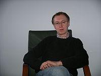 Tomasz Woźniak w swoim niebieskim gabinecie