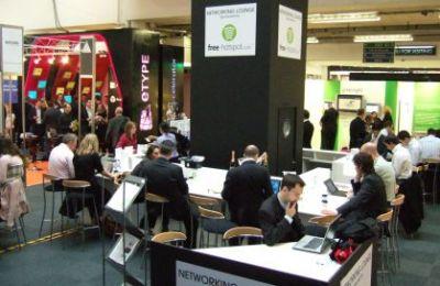 Podczas ad:tech sporą popularnością cieszył się też kącik bezprzewodowego interentu połączony z barem