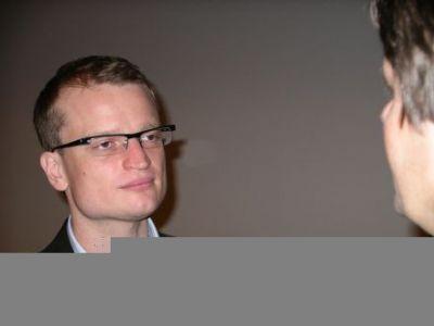 Robert Adach w czasie przerwy odpowiada na pytania klientów AdWords