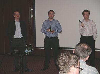 Robert Adach, Michał Lorenc i Adam Kwaśniewski odpowiadają na - często bardzo szczegółowe - pytania uczestników seminarium o system AdWords