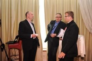 Rozmowy w kuluarach <br>Kazimierz Szot, prezes IDG Poland; Grzegorz Tomasiak, prezes WP oraz Tomasz Józefacki, członek zarządu Agory