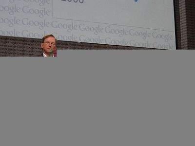 od lewej: Eric Schmidt, prezes i dyrektor zarządzający; Elliot Schrage, wiceprezes; Larry Page, współzałożyciel i prezes ds. produktów; Sergey Brin, współzałożyciel i prezes ds. technologii w czasie środowej konferencji