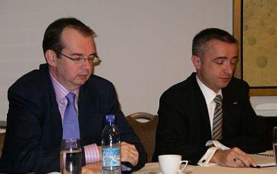od lewej: Jon Eastick, główny dyrektor finansowy Netii oraz Paweł Karłowski, p/o prezesa zarządu Netii