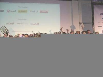 Nagrodzenie statuetkami Webstara na wspólnym zdjęciu. Kliknij aby powiększyć