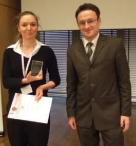 Anna Brejer, która w imieniu firmy Mediacom odebrała nagrodę BEST FMCG @CTION, w towarzystwie Michała Tobera, IAB Polska