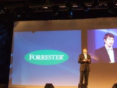 Jaap Favier z Forrester Research wyjaśnia, że konsumentów można podzielić na 4 grupy: twórców, krytyków, zbieraczy i leniwców